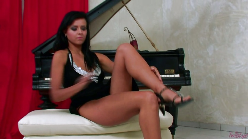 Hot slut Laetitia uses her toy on herself in some indoor solo fun