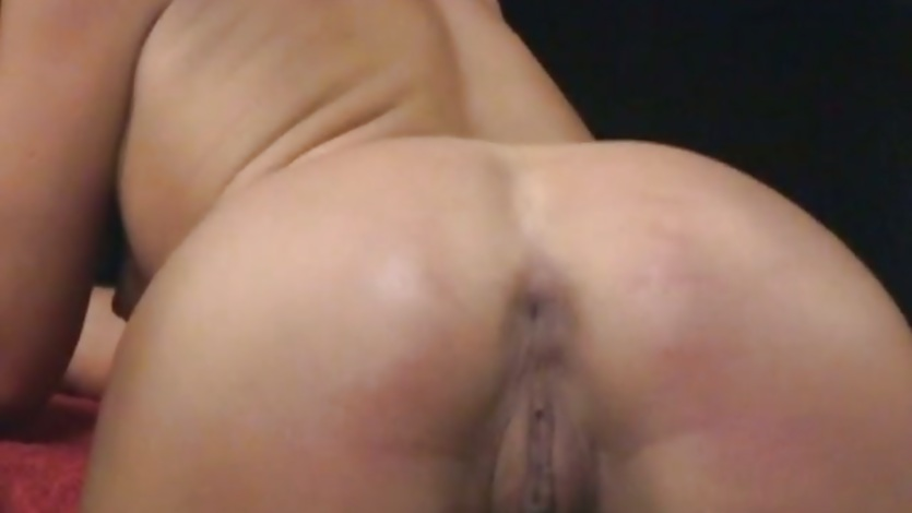 Julie Knight get a lube spread in her ass hole