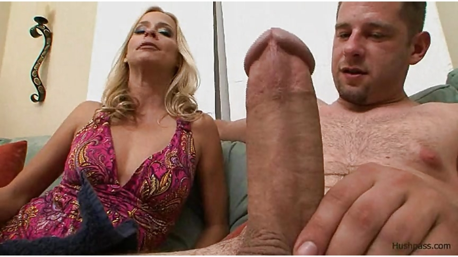 Payton Leigh Engulfs The Giant Cock Of Whitezilla Morazzia 1