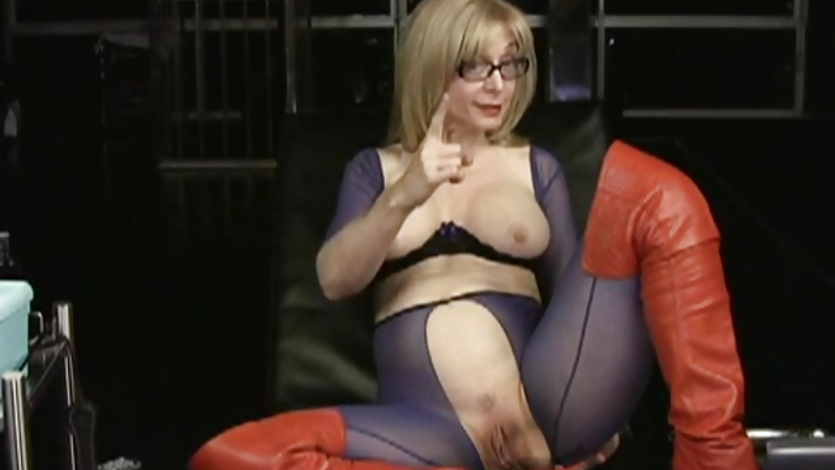 nina hartley showing her clit