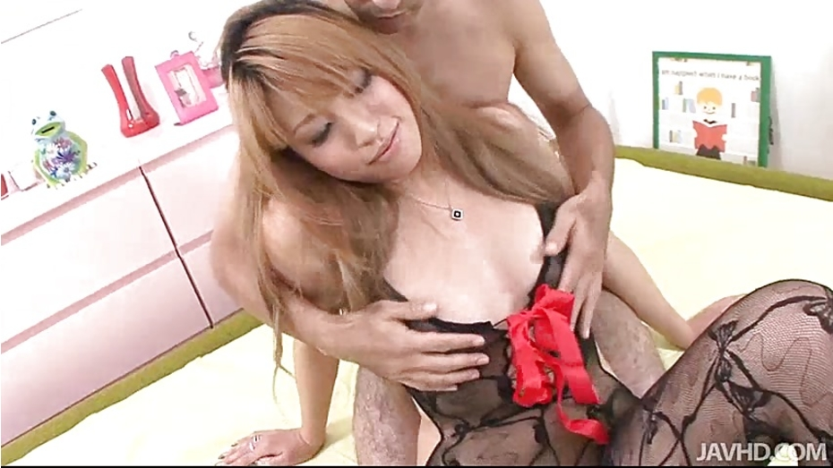 image Huwari is bound and her sweet pussy is teased and played wit