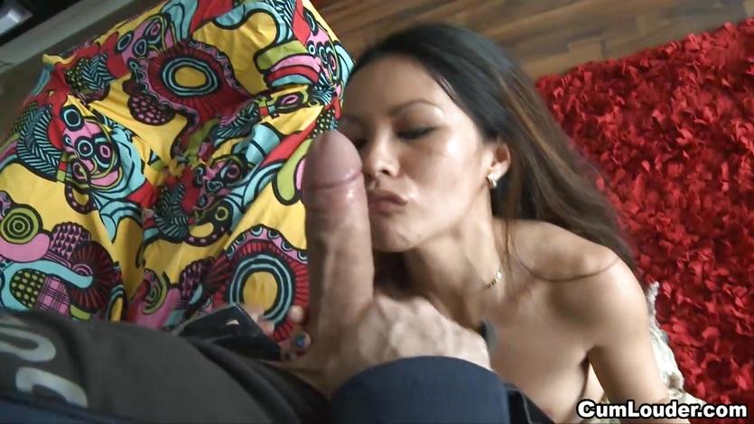 Petite Filipina girl nailed by a big dick