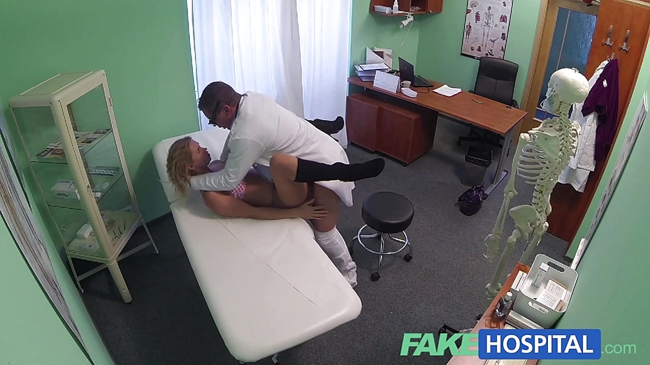 Fakehospital slender blonde uses her sexy body and tongue