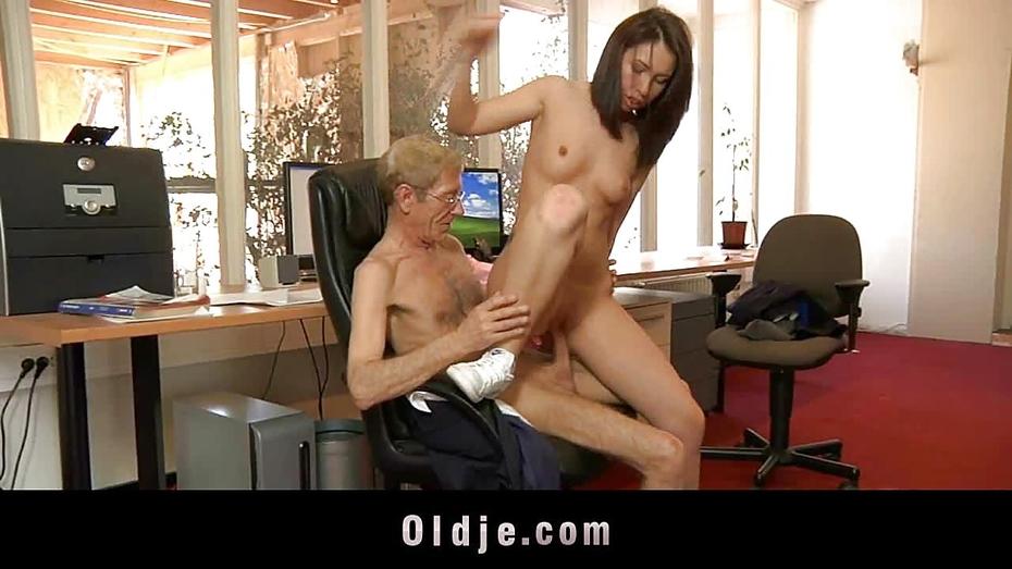 Leah dizon nude fake