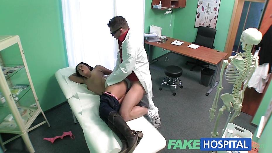 porno-devku-zasudili-i-zasunuli-v-psihushku-samie-seksualnie-mamki-foto