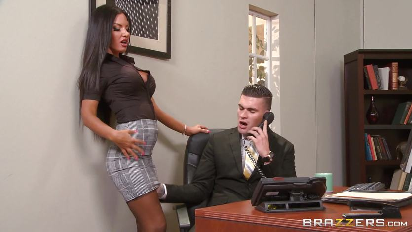 Boss fucks its secretary on the table 2
