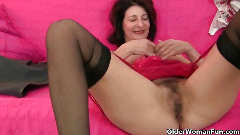 Something milf gets fucked and creampie pussy all