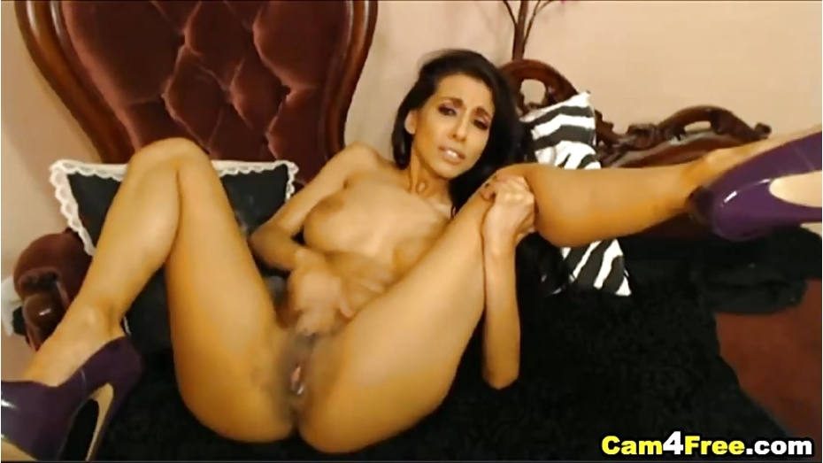 image Hottest cam girl idelsy plays with her pussy