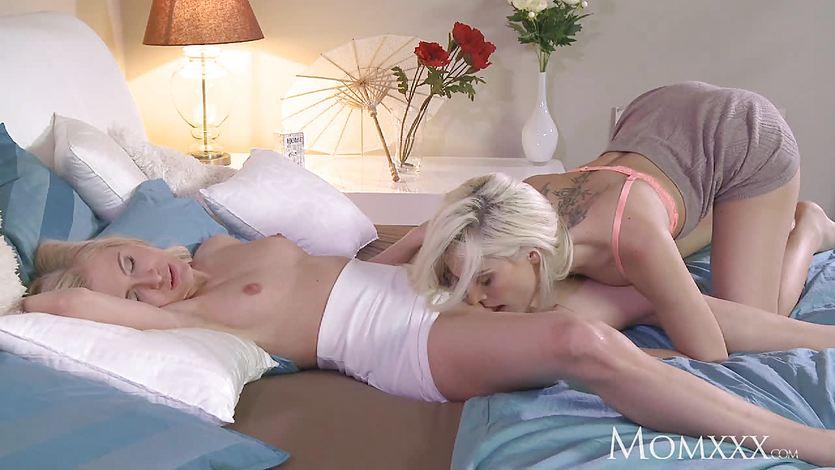 Mom lesbian orgasm