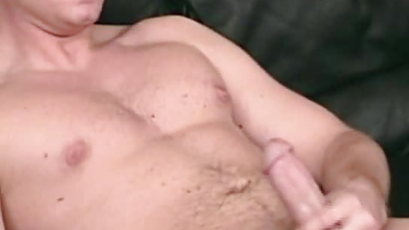 Masturbating amateur cums after solo fun