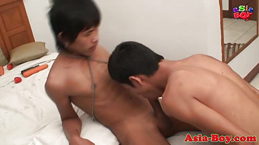 Asian twink cocksucking before jerking cock