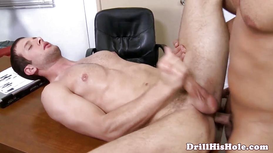 Bottom Loving Stud Gets A Deep Dicking