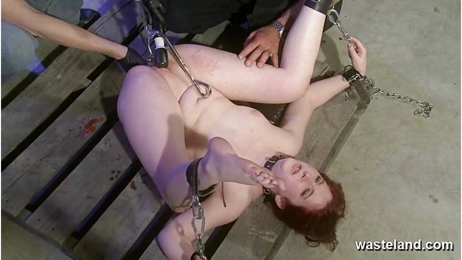 Redhead in park pussy