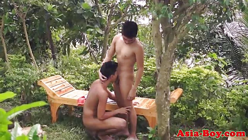 Asian twink bareback fucked after sucking on dick