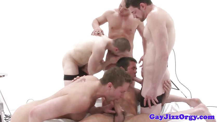 Muscle jocks cumshot after anal fucking in group