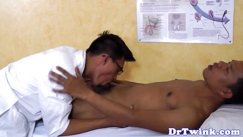 Asian uniformed doctor rims and sucks ethnic twink