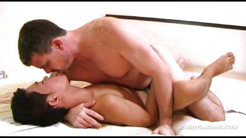 Daddy Mike Barebacks Asian Boy Jeff