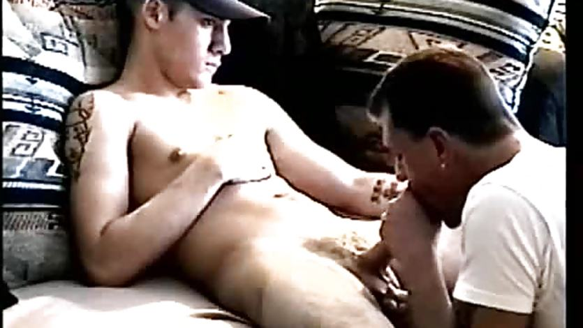 Servicing Amateur Straight Boy Tony