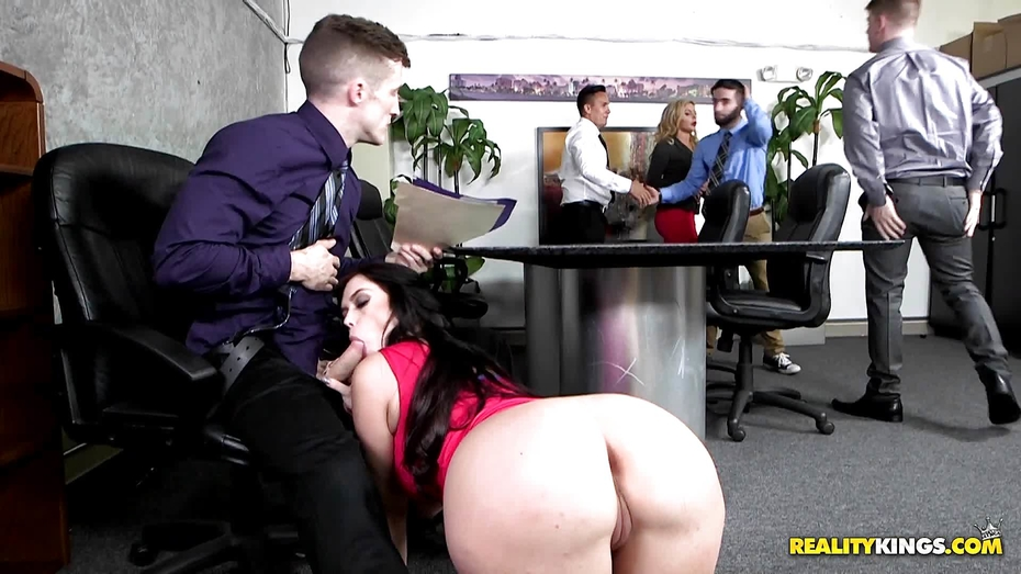 Fuckof the boss shoots his load into barb from accounting 6