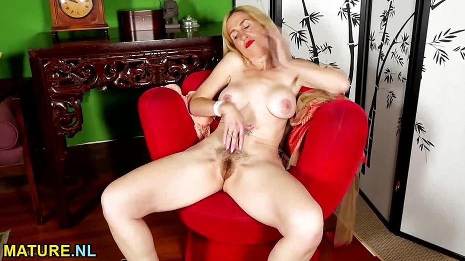 Female masturbation getting turned on