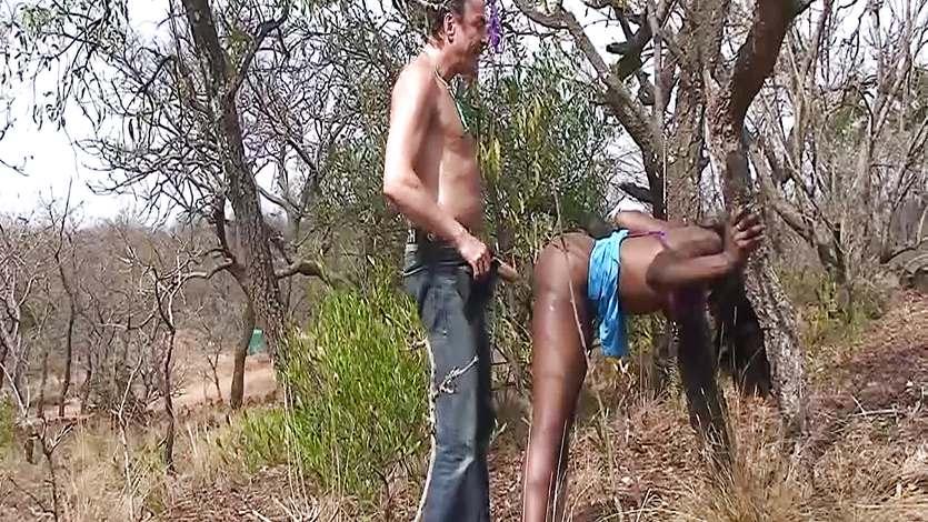 Прижал к дереву видео порно — pic 5