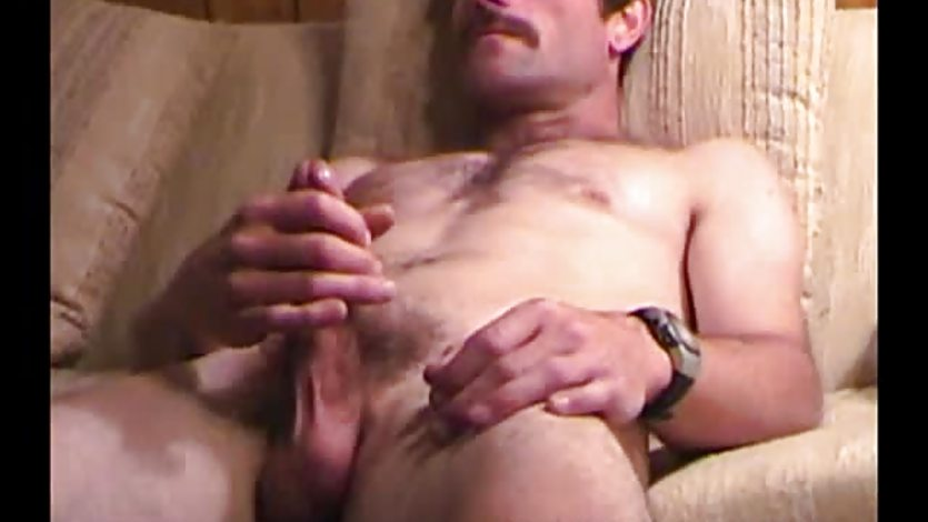 Mature Amateur Tom Jacks Off