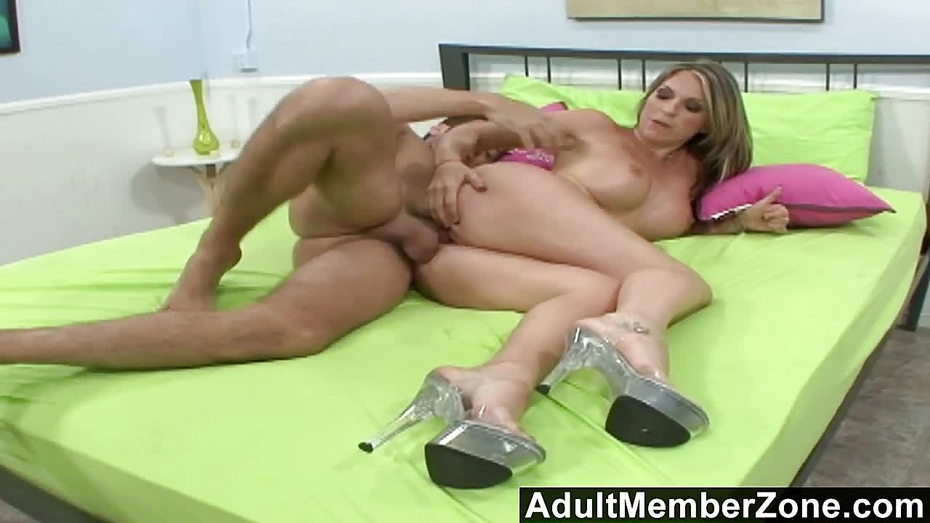Adultmemberzone courtney cummz gives the sloppiest blowjob 4