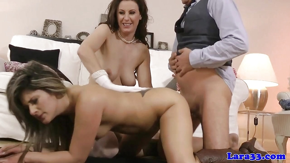 Amateur babe shares oldmans cock with mature
