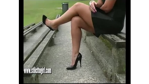 Stylish Karen Girl In Shoe Fetish With Sexy High Heels