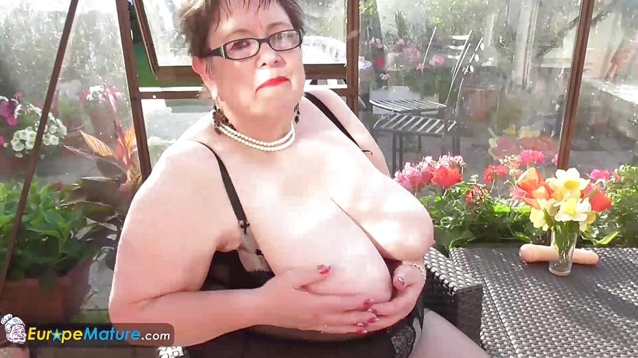 image Europemature sexy chubby trisha solo masturbation