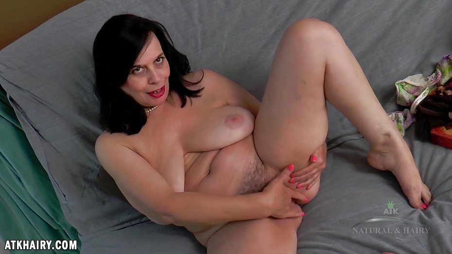 Slender shaven hole mama nelly first time movie 9