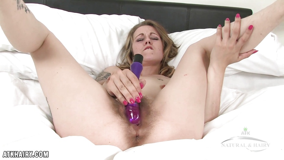 Sexy sierra sanders vibrates her pussy with two toys 4