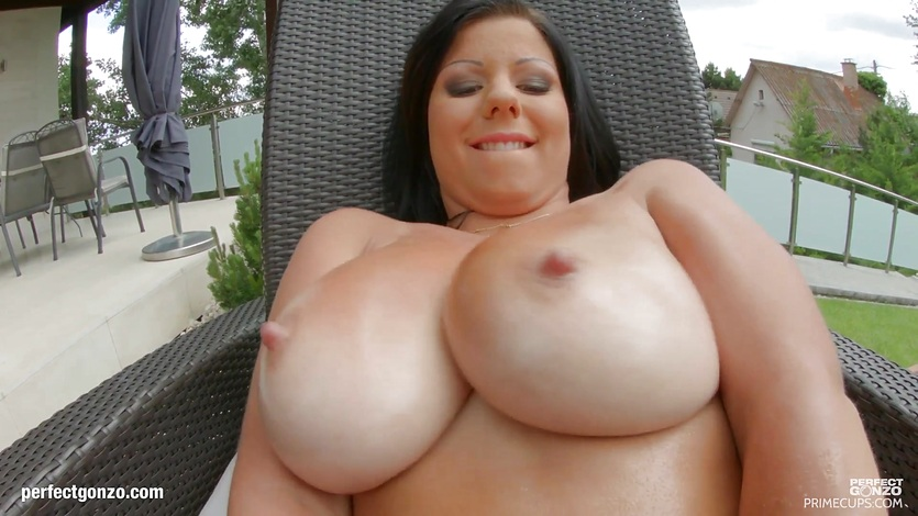 Claudia Hot with big tits on Primecups