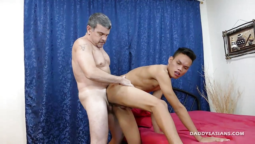 Daddy Barebacks Asian Boy Jordan