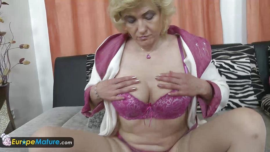 Europemature old blonde lady masturbating her cunt 5