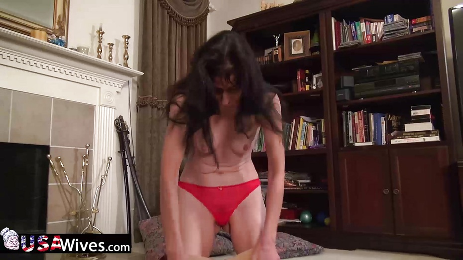 Usawives rose masturbating her pussy using toys 10