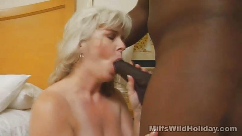 【美少女セックス動画】幼さ残る地味目な美少女をホテルに連れ込みやらしい体を舐め回す