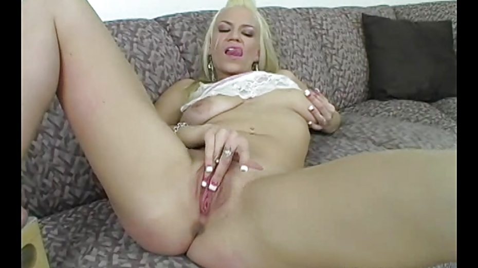 Tempting MILF Xana Masturbating