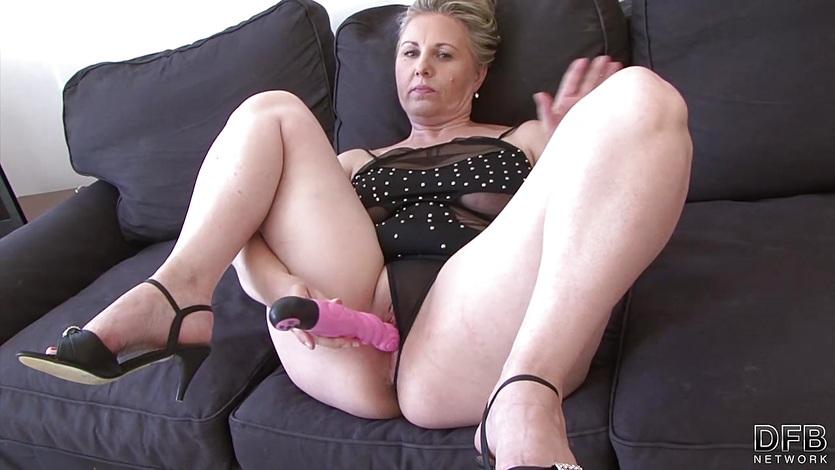 Mature woman mouth fuck