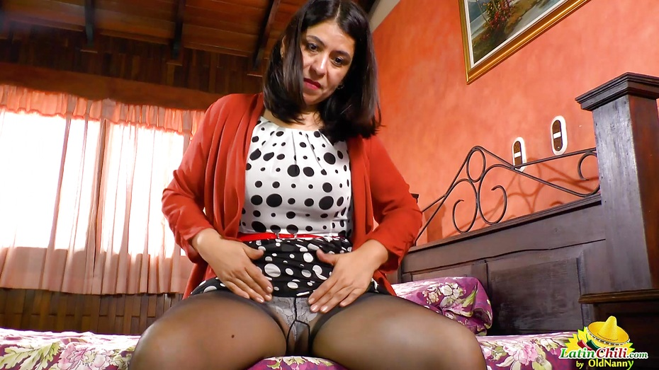 Latinchili luxurious tits of anabella pussy toying 5