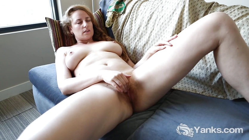 image Yanks blondie nichole rubs her bushy twat
