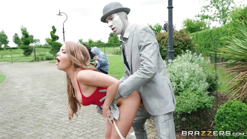 Alessandra James fucked balls deep by street performer