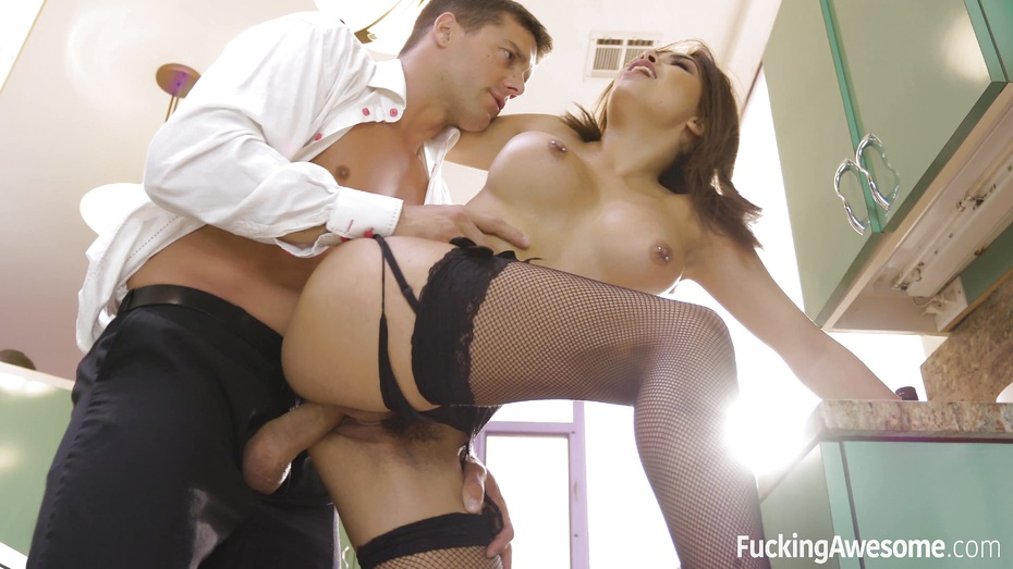 image Housewife aaliyah hadid gives her driver a special tip