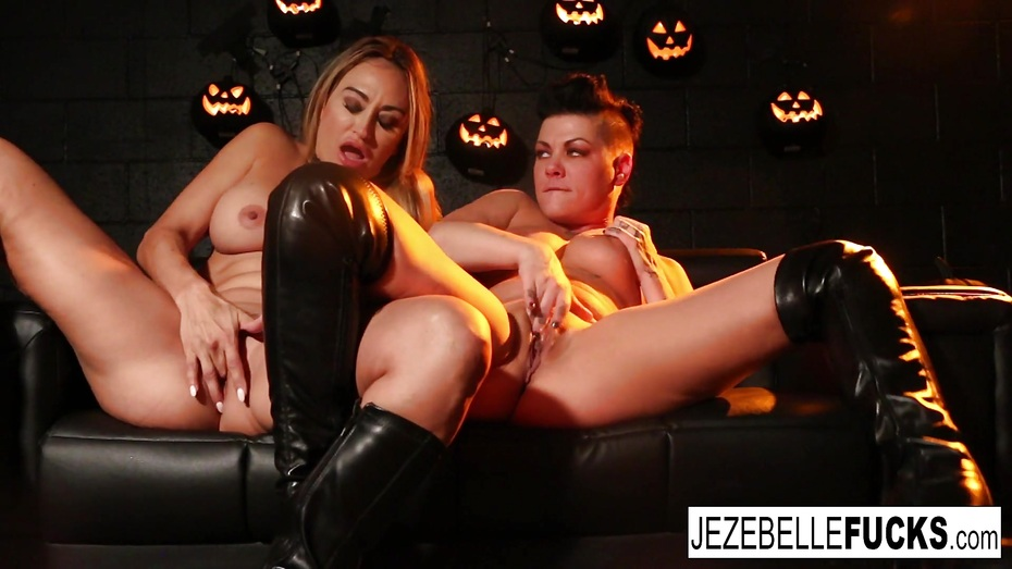 jezebelle bond and jenna eat each other out