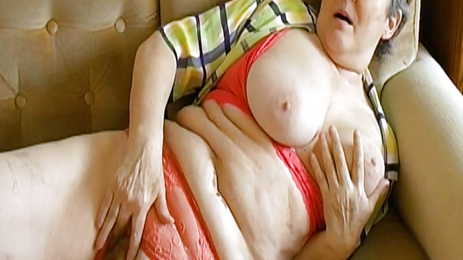 Omahotel extra hairy granny seductive striptease 7