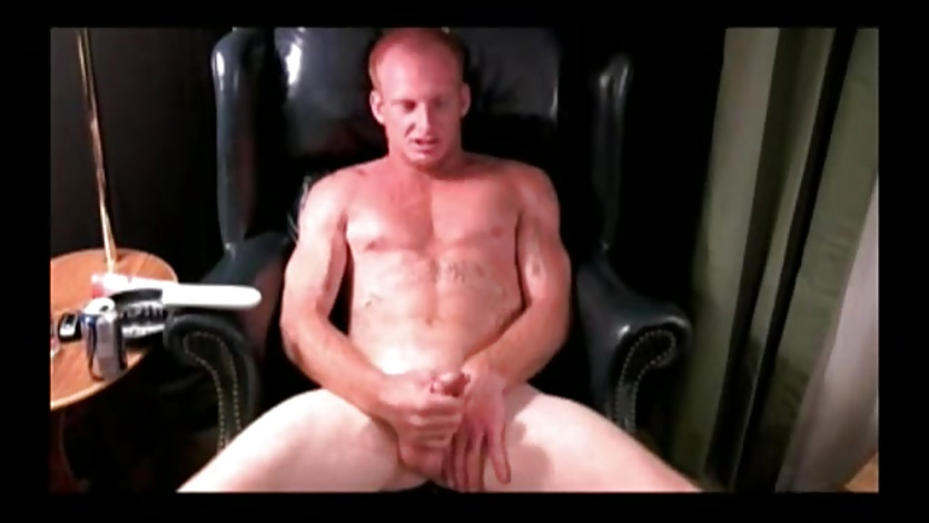 Mature Amateur Lars Jerks Off