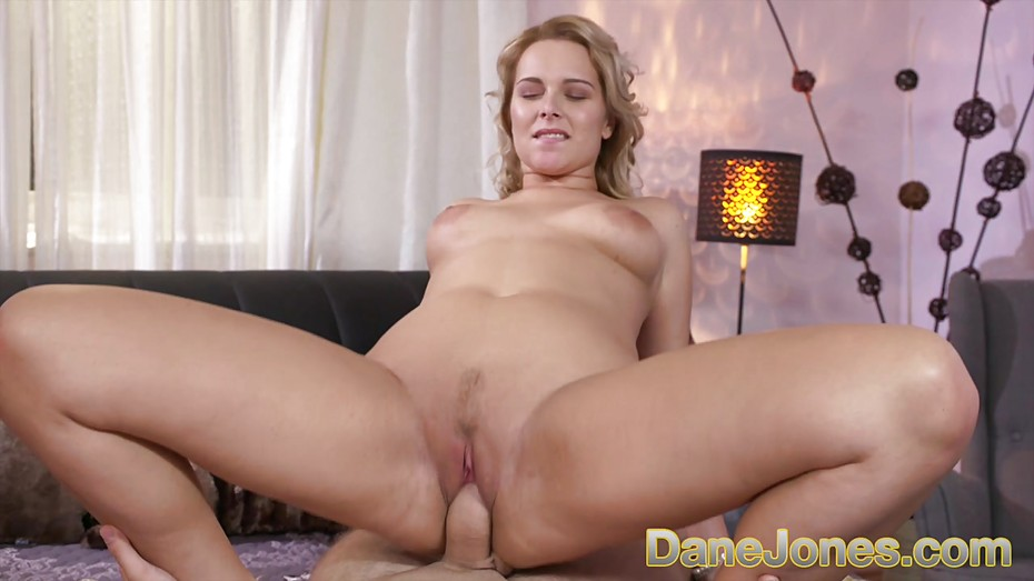 porn-tube-thick-blonde