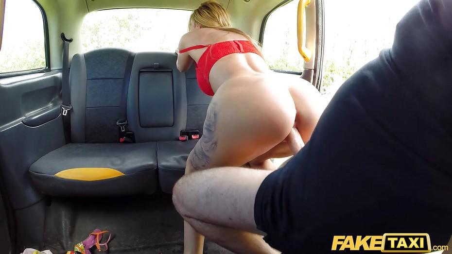 Дающих баб порно в такси с переводом признание в такси на русском