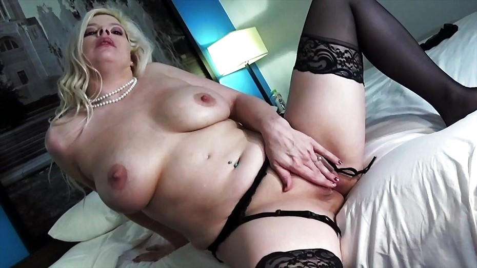 Nude Porn Pics Asian girls undressing